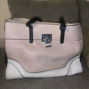 Guess purse used